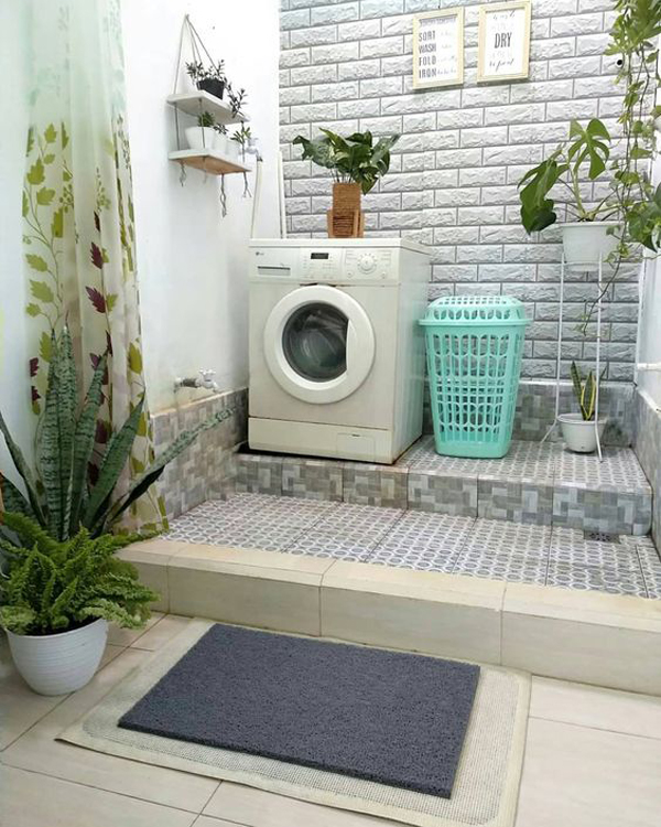 small-laundry-room-with-half-door