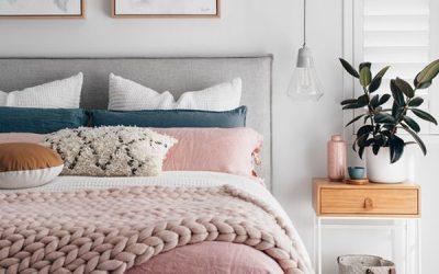 warm-and-cozy-millennial-bedroom-decor