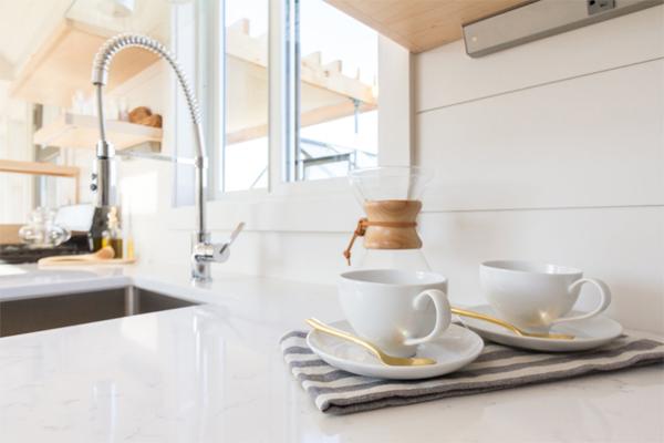 white-tiny-kitchen-design