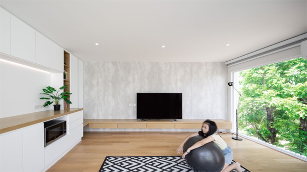 big-family-room-integrated-with-outdoor