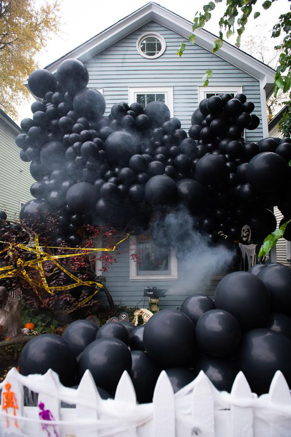 black-halloween-house-balloon-decor