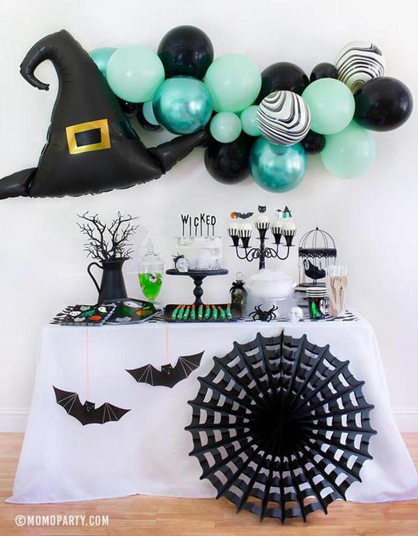 black-halloween-spider-web-decor-with-balloon