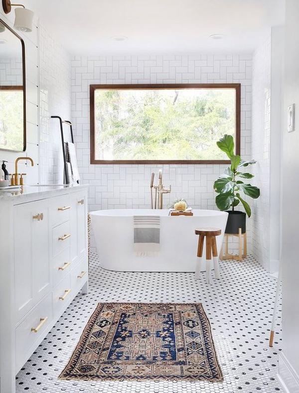 bohemian-white-bathroom-with-rugs
