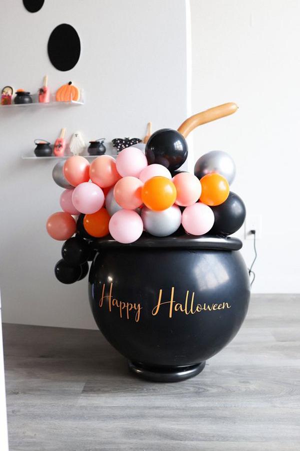 cauldron-halloween-balloon-decorations