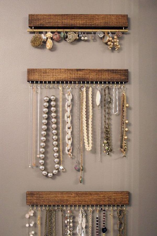 cool-jewelry-wall-display