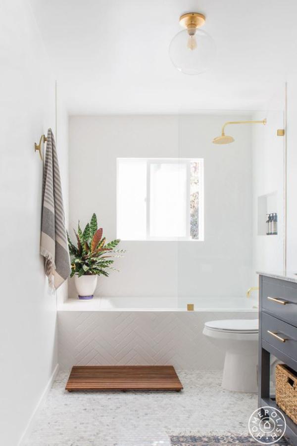 cozy-white-bathroom-with-farmhouse-tubs