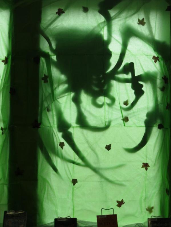 creepy-spider-halloween-window-silhouette