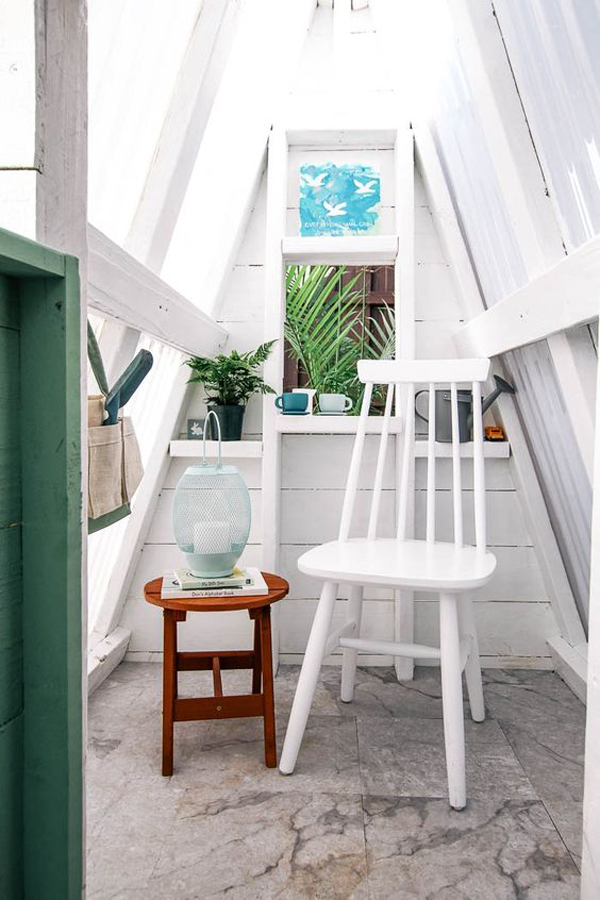 diy-A-frame-playhouses-with-reading-space