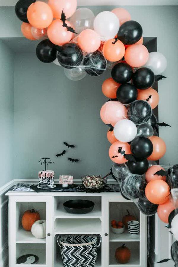 fun-halloween-balloon-decorations