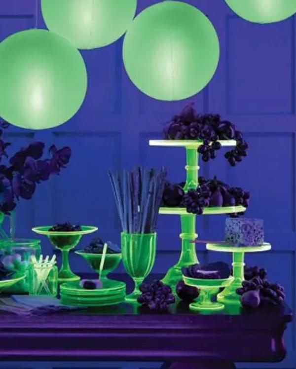 green-neon-halloween-table-decoration