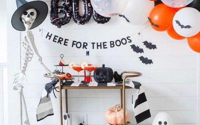 halloween-bar-cart-decor-with-skeleton-and-balloon-decor