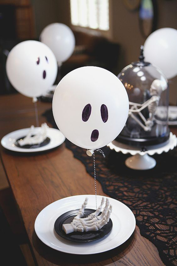 halloween-table-decorations-with-ghost-balloon