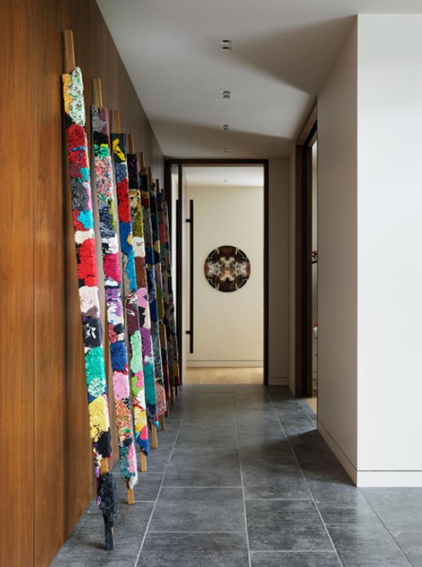 hallway-with-gallery-art-decor