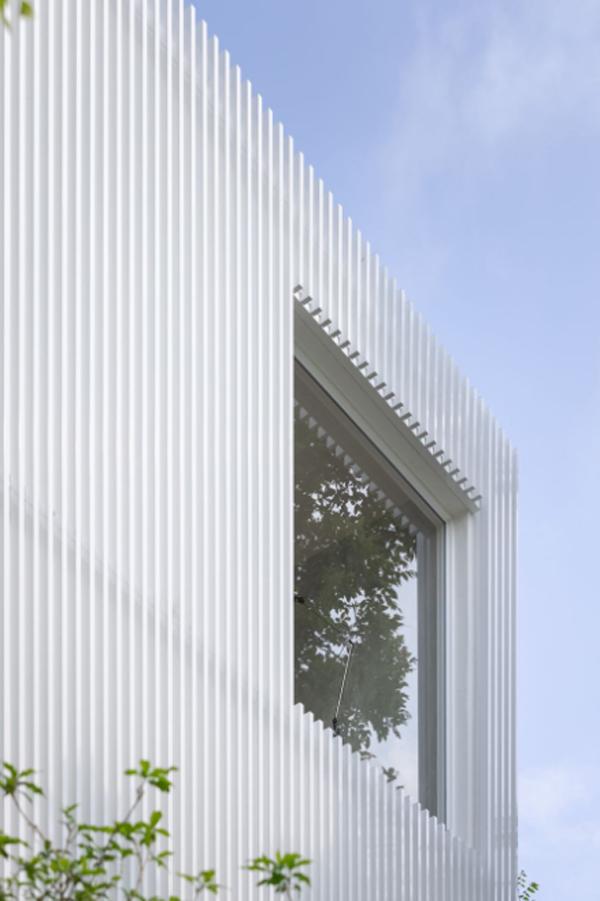 house-cover-loft-window-design