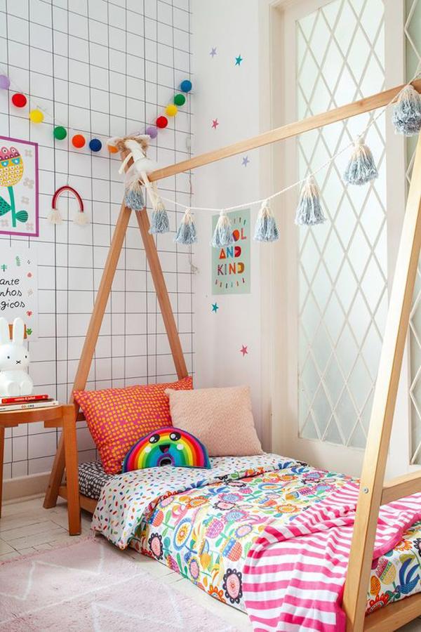 kid-bunk-beds-with-rainbow-decor