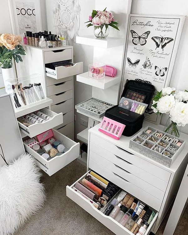 modern-makeup-storages-and-vanity-collection-room