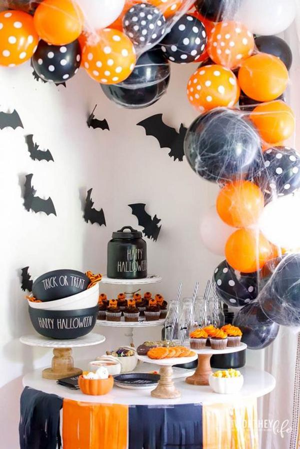 orange-and-black-halloween-balloon-party-decor