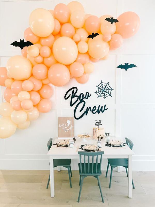 orange-halloween-party-decor-with-diy-bat
