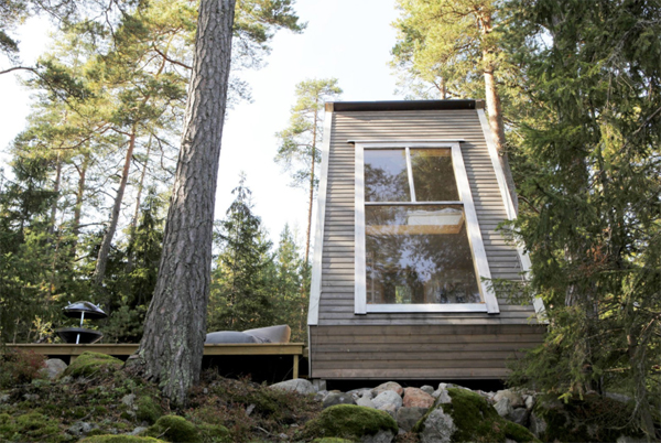tiny-cabin-with-large-glass-window