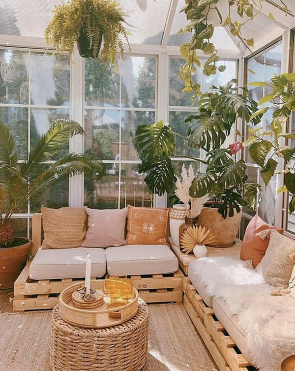 tropical-sunroom-with-scandinavian-touch