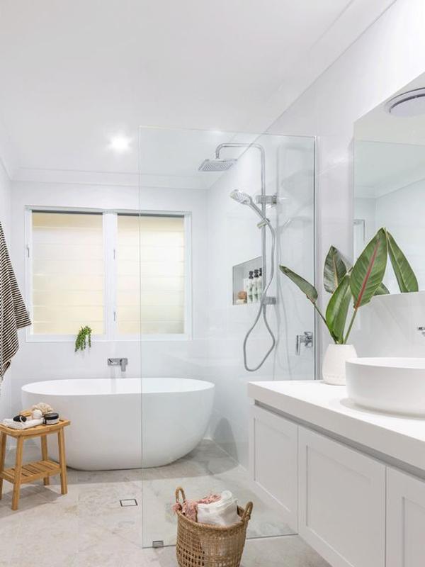 white-bathtub-design-for-small-space