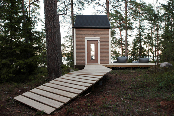 wood-tiny-cabin-with-deck