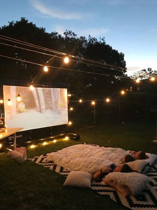 backyard-staycation-ideas-with-outdoor-cinema