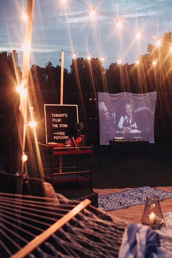 cool-backyard-movie-party-decor