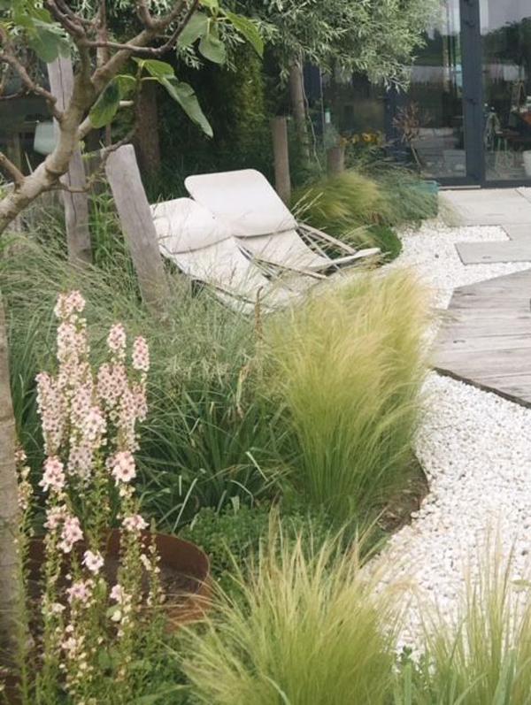 cozy-beach-theme-garden-ideas