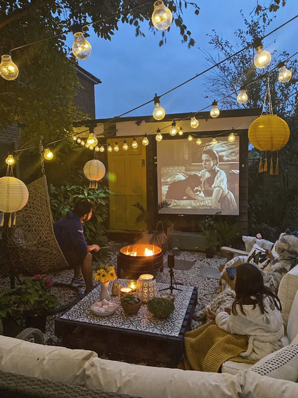 cozy-small-backyard-entertaiment-with-home-theater
