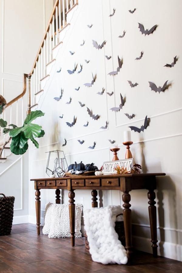 creative-diy-bat-halloween-art-wall