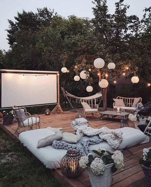 deck-backyard-movie-night-ideas