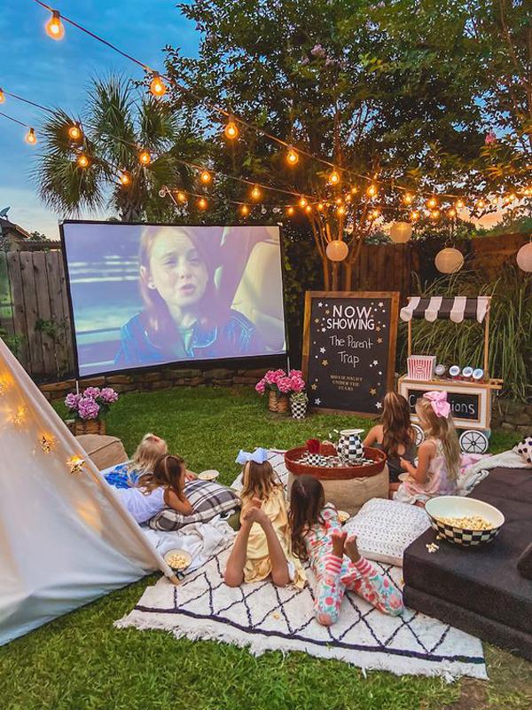 fun-outdoor-movie-night-for-kids