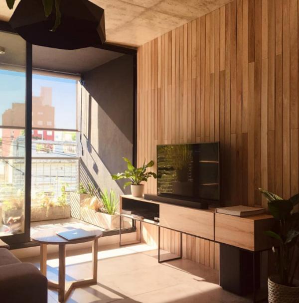 minimalist-wood-living-room-with-tv-table