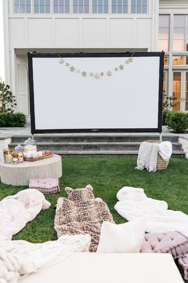 modern-backyard-movie-night-for-summer