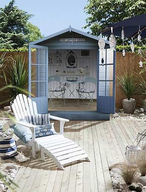 modern-coastal-garden-deck-design