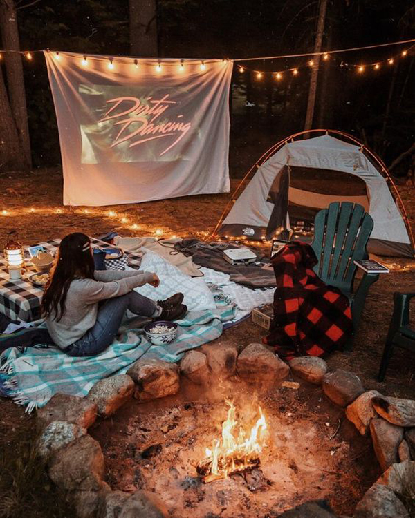 outdoor-movie-night-and-campout-in-the-backyard
