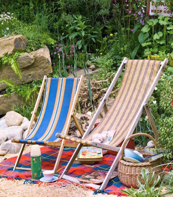 seaside-theme-garden-with-seating-areas