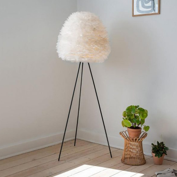 simple-tripod-floor-lamps-with-feather-lampshade