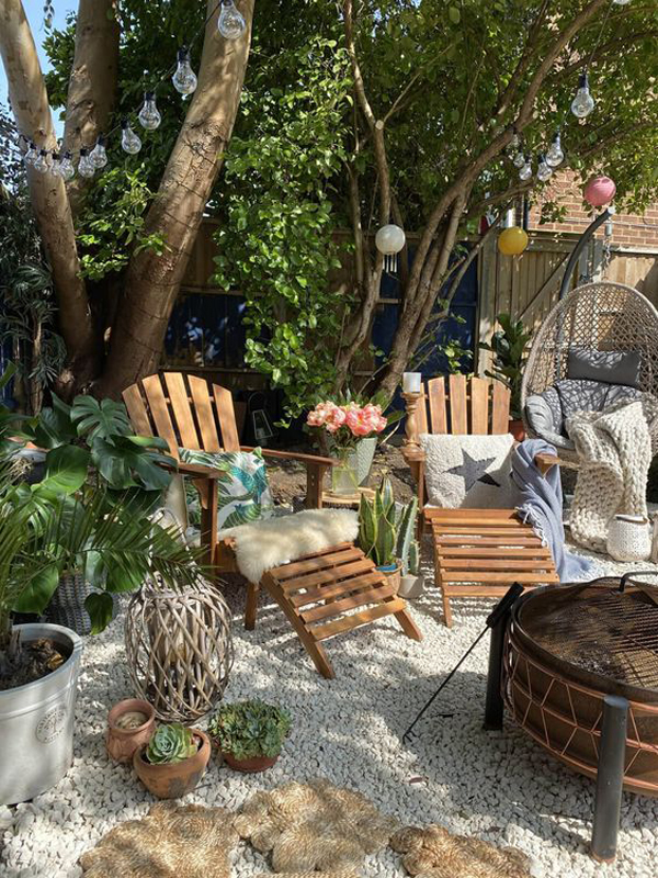 small-beach-backyard-landscaping-with-seating-area