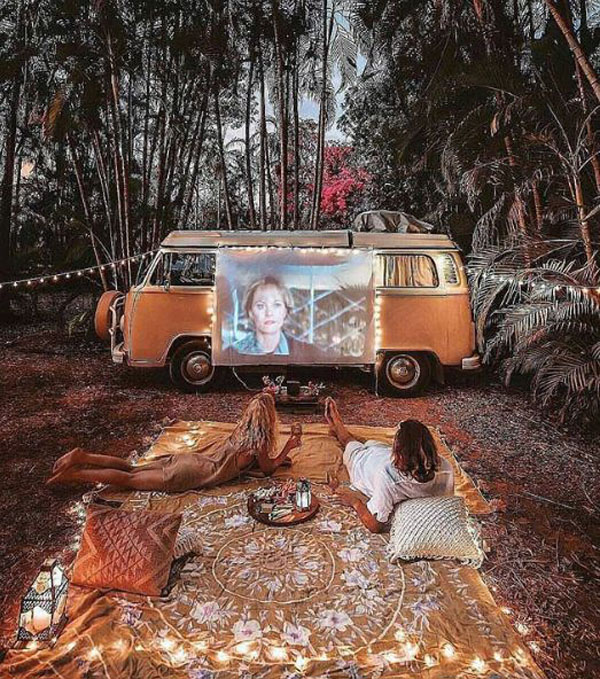 tropical-outdoor-cinema-with-vw-cars